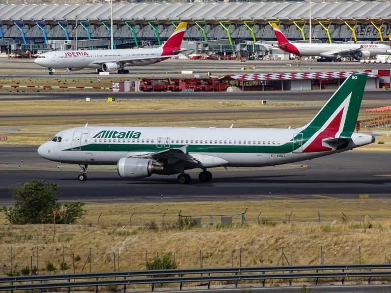 alitalia unsplash